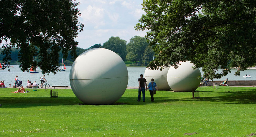 Giant Pool Balls, Claes Oldenburg (c) Ralf Emmerich